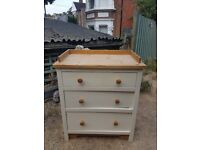 Lovely wooden chest of drawers, includes incorporated changing table