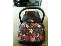 Karwala baby seat with cover