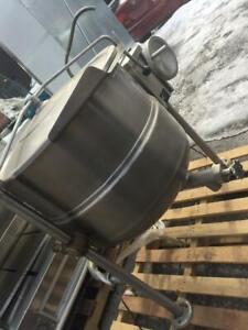 Cleveland KDL-T: Direct steam kettle, tilting 2/3 STEAM JACKETED, 40 GALLONS