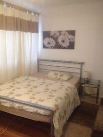 Spacious Double Room in Colindale