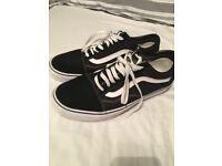 Men's VANS shoes black & white size 8