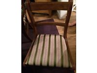 Extendable table and 6 upholstered chairs
