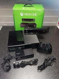 Xbox One 500gb with Kinect, 2 Controllers and FIFA 17 (Original Box)