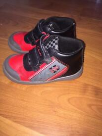 Boys Clarks Light Up Shoes Size 8.5 F Red & Black Good condition