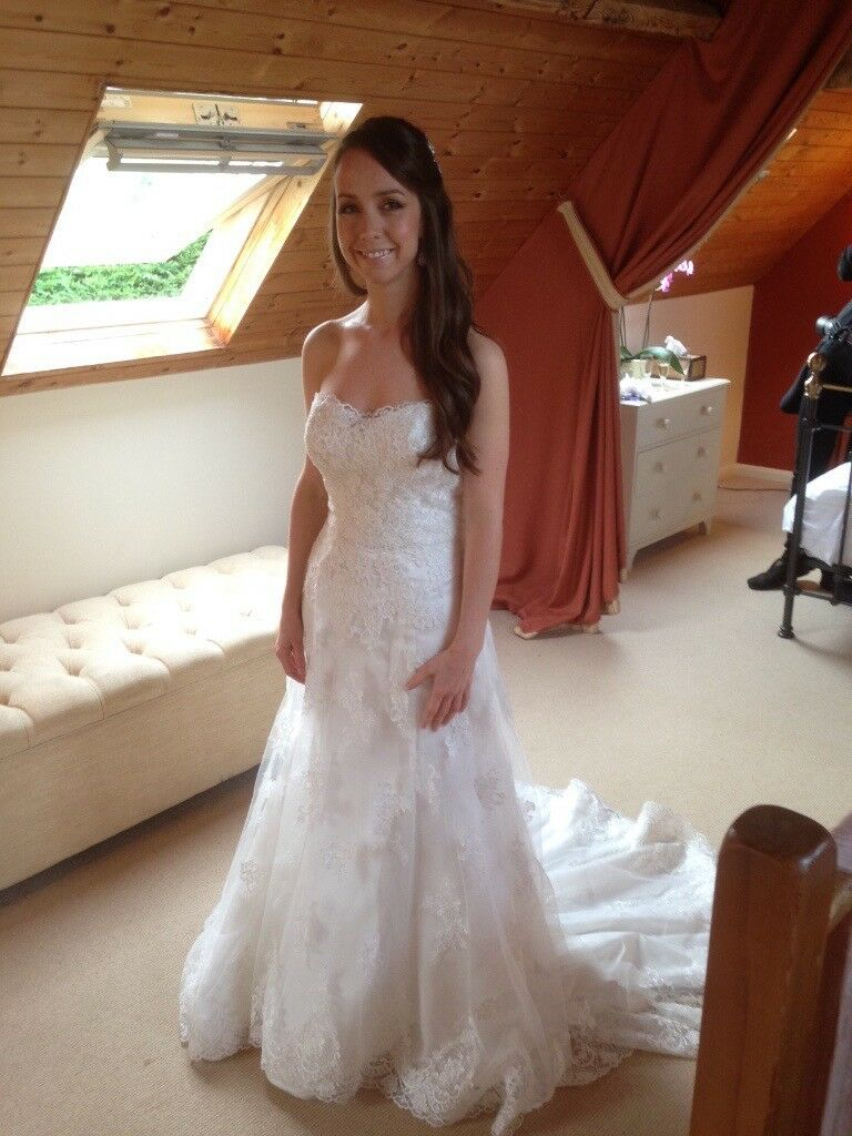 Size 10 Designer Sample White Lace And Satin Sweetheart Neckline