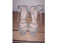 Carvella - Kurt Geiger Women's Gold Sparkly heels Size 7/40