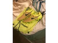 Size 8.5 uk Nike football boots