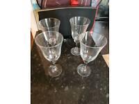 4x wine glasses