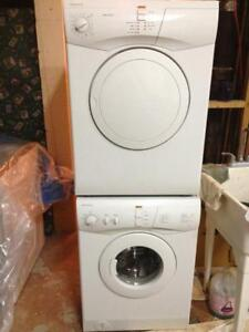 9-  Laveuse Sécheuse Frontales MINIS MOFFAT  24''  Frontload Washer Dryer