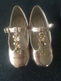 Mini V by Very gold shoes size 9