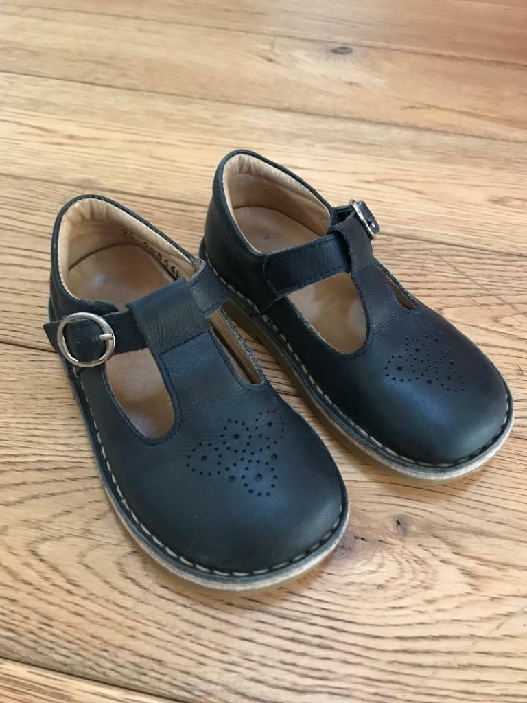 Girls size 8 navy leather shoes