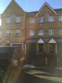 BEAUTIFUL 3 BEDROOM TOWN HOUSE READY TO MOVE IN BARKING, MINS FROM UPNEY STATION PART/DSS WELCOME