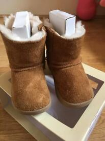 Girls Uggs size 3