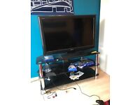 """TV 35"""" (90 cm) and its stand 160£"""