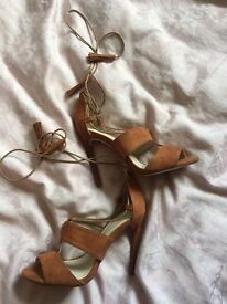 Size 5 : Tan suede lace up heels