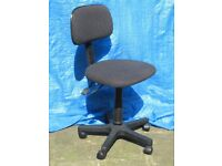 Dark grey swivel office/desk chair on castors/wheels with adjustable height and back