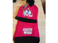 10 X MONSTER HIGH HAT & SCARF SET PINK BEANIE HAT WITH TAGS CAR BOOT OR RESALE OFFICIAL MERCANDISE