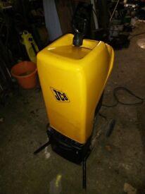 JCB garden shredder. 2.2kw. Collector. Wheels.
