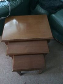 SOLID WOOD NEST OF 3 COFFEE TABLES