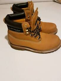 Boots in excellent condition for sale