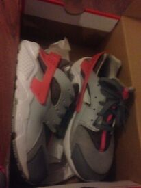 Genuine Nike Haurraches size 2 only worn twice so as new