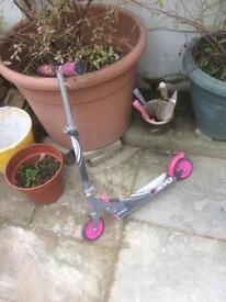 Girl's collapsing scooter