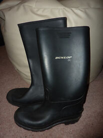 Dunlop black wellington boots size 7 ideal for Glastonbury - 2 pairs