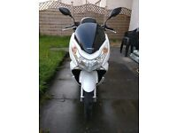 Honda PCX 125 motorbike scooter with Top Box