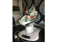 4moms Mamaroo with newborn insert