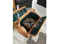 Wicker picnic basket with ceramic cups, side plates and cutlery for 4people