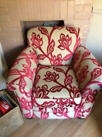 ARM CHAIR IN BIEGE AND RED GOOD CONDITION 07517044443