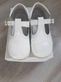 Girls uk infant 10 white patent shoes excellent condition