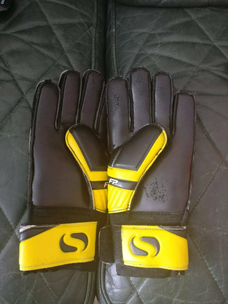 Team Football Setin Stockwood, BristolGumtree - Im selling a whole football team set which you can buy for the whole team that is just starting out or want to get together to upgrade there​ own kit. These are all brand new never been warn only thing that is not new is gloves and shin pads as u...