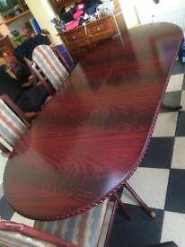 Lovely dining table and 6 chairs close 150 cm extendable open will be more 30 !!!