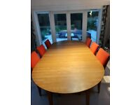 Extendable, round,solid oak, dining table with/without 6 chairs. Delivery possible.