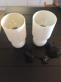 2 small white bed or window lights. Bulbs included, warm glowing led. Good condition