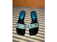 Diamonte sandles size 4