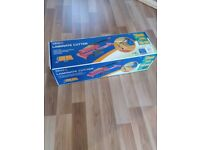 Laminate flooring cutter / shears - great timesaver - used for one room