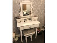 Stylish Dressing Table & Chair/Mirror
