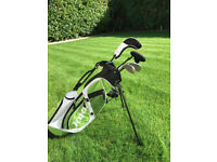 Jaxx Juniors R3 Junior Golf Bag and clubs in Green for 7 to 9 year olds.