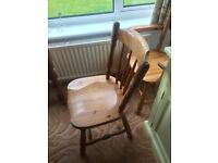 Beautiful oak dining table and 6 chairs