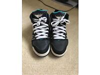 Men's size 8 Nike Air trainers