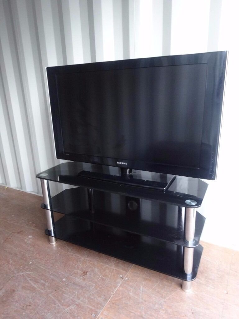 "40"" samsung tv with remote and stand excellent condition can deliver"