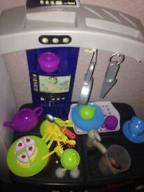 Toy play kitchen