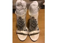 Ted Baker Naiss 2 wedding shoes - size 6. Cream.