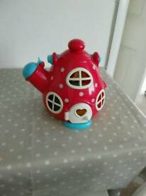 Happyland Kettle Cottage