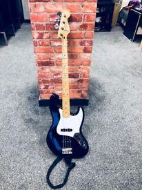 Fender. Standard Jazz Bass - Black Body - Maple Neck