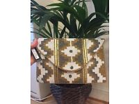 Brand New Beautiful Gold Pattern Beaded Clutch Handbag BNWT