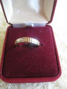 ATTRACTIVE MEDIUM-WIDTH MEN / LADIES GOLDTONE WEDDING BAND.with ETERNITY EMBOSSED DESIGN...SIZE 7 3/4