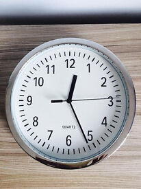 Clock as seen in picture, works perfect, quick sale at only £5